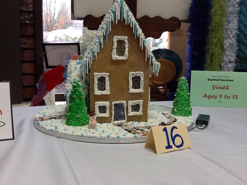 winter-like gingerbread house
