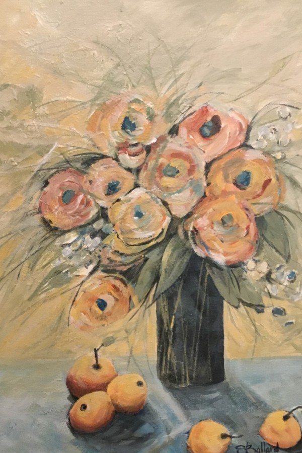 Peach toned flowers in a vase